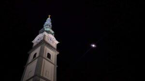 Der Stadtpfarrturm bei Nacht